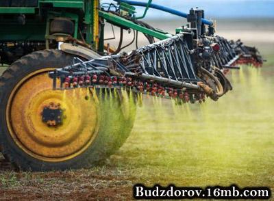 Распыление гербицида Roundup