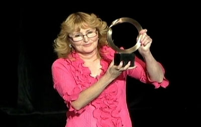 Фото. София Гатика и ее приз Голдмана (2012 год)