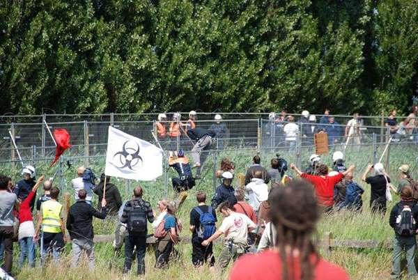 Фото. Во время акции в Бельгии 29 мая 2011 года