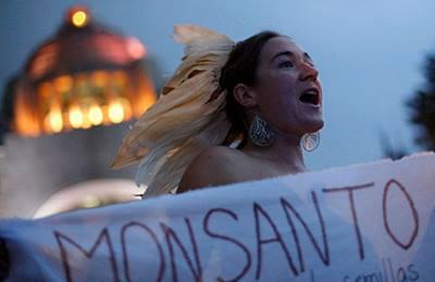 Фото. Аргентинская митингующая девушка