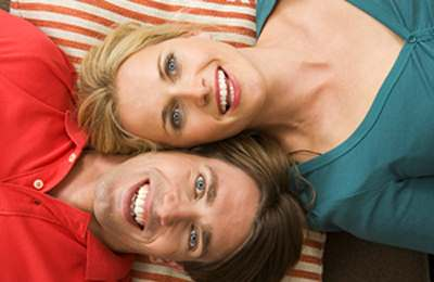 Фото. Семейная пара улыбается