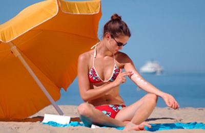 нанесение крема на кожу