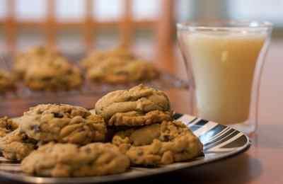 стакан молока и печенюшка перед сном
