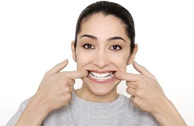 симпатичные зубные протезы