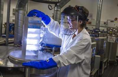биохакер в лаборатории