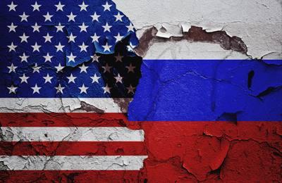 американский и российский флаг