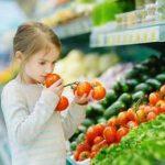 девочка с помидорами