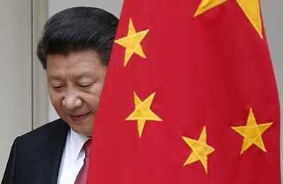 китайский лидер с флагом