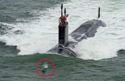 плывет подводная лодка