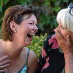 две дамы ржут