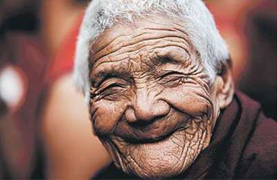 улыбающийся старик