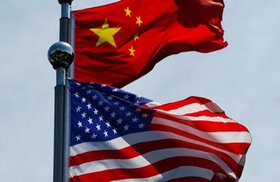 китайский и американский флаг