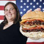 американка предлагает гамбургер